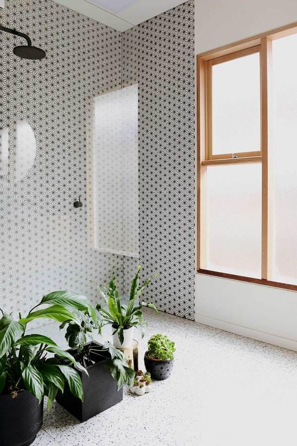 Baño con ventanas translúcidas