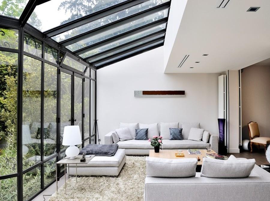 Sala con veranda acristalada