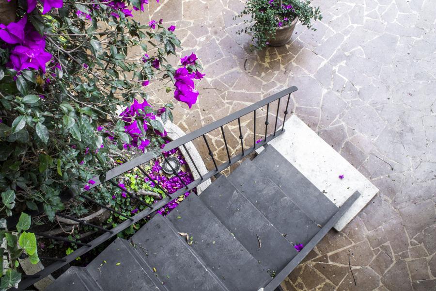 Vista a la escalera de acero