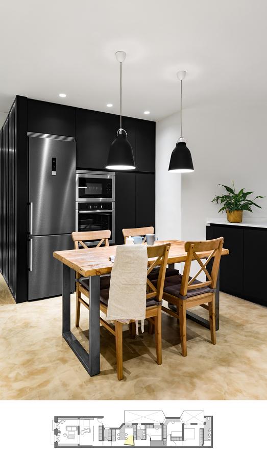 Foto: Cocina con Comedor y Mobiliario Negro #226999 - Habitissimo