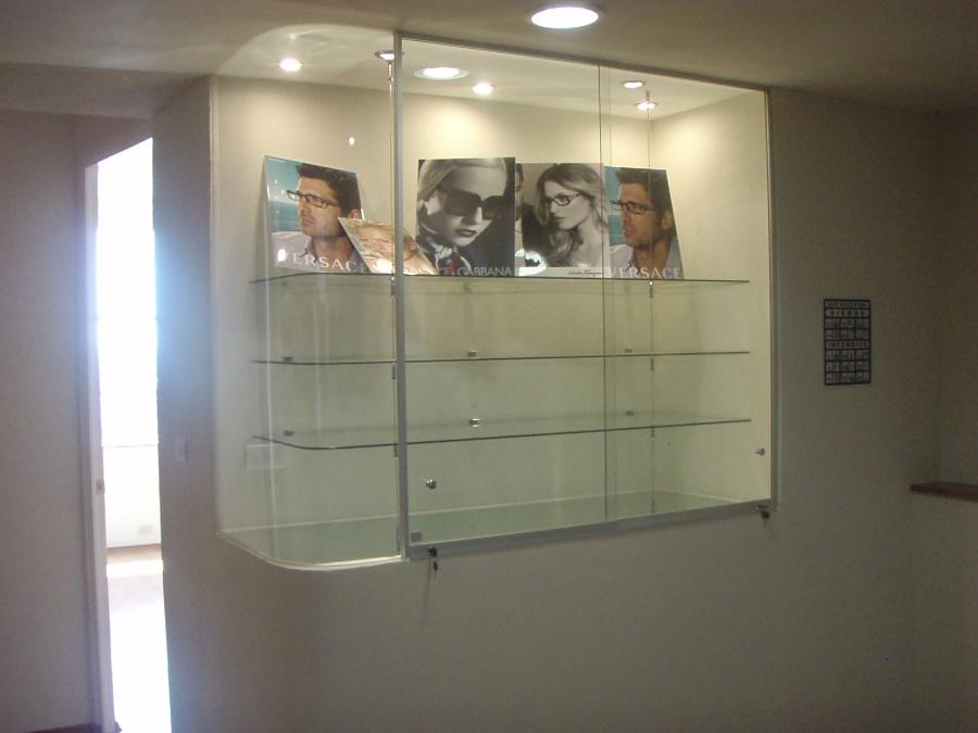 vitrina de acrílico y cristal