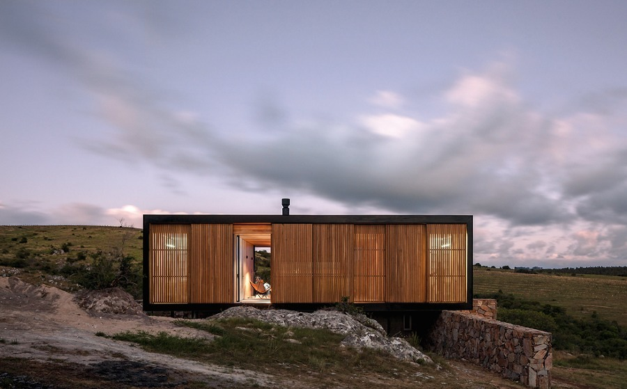 Exterior casa prefabricada en el campo