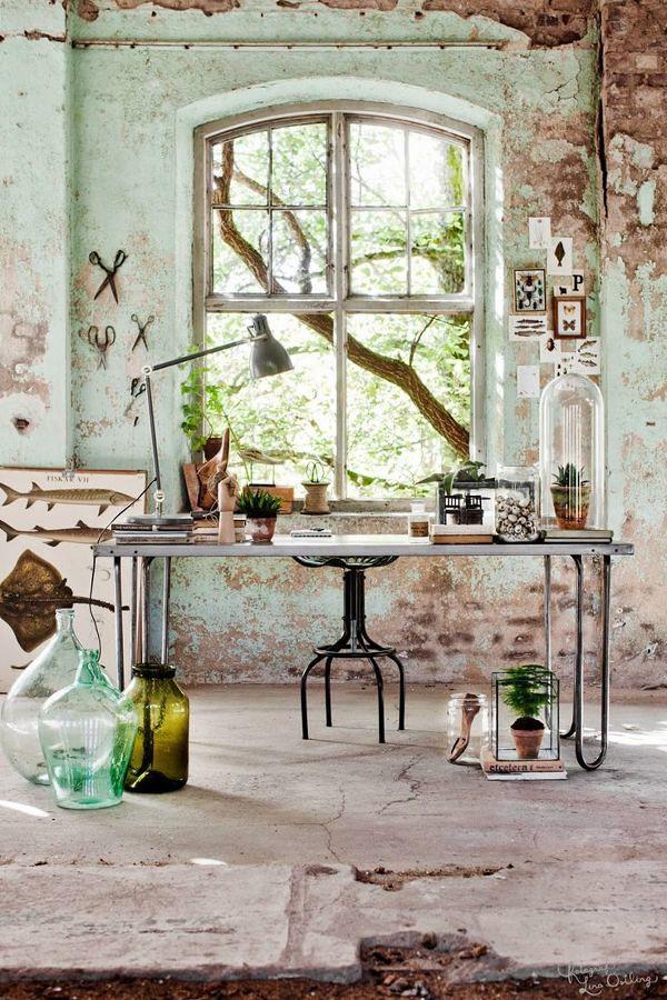 Área de trabajo con decoración wabi-sabi