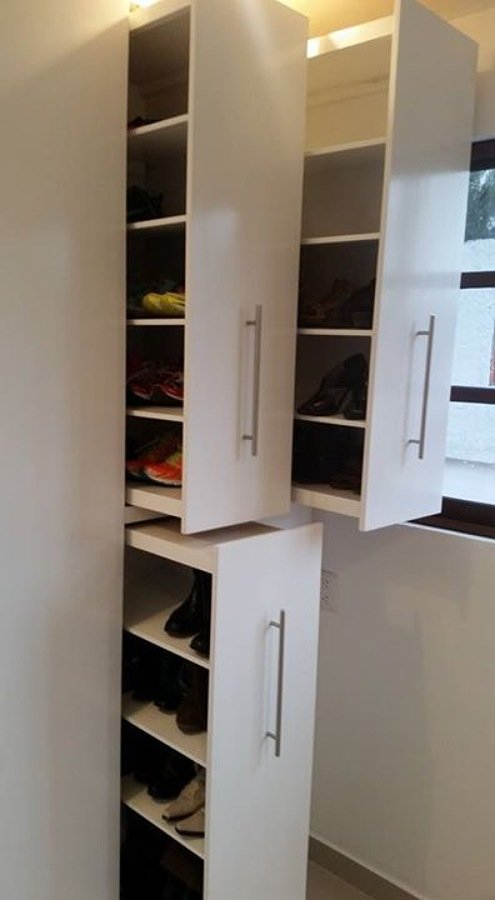 Closets y vestidores ideas carpinteros for Disenos de zapateras para closet