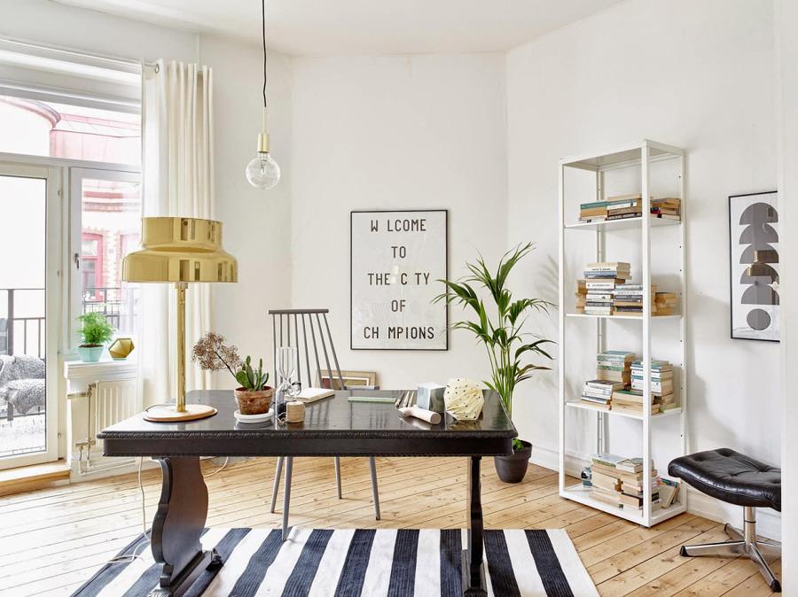 Zona de trabajo con piso laminado de madera