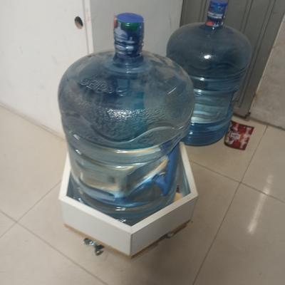 Porta garrafón para almacenaje o guarda