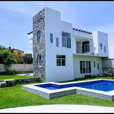 Residencia en Cuahutla Morelos