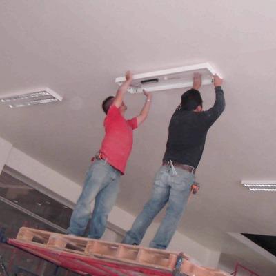 Instalación de iluminación y tableros eléctricos en Sports World Roma