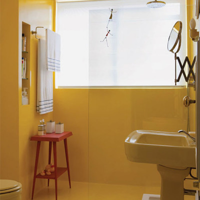 Baño con pintura epóxica amarilla