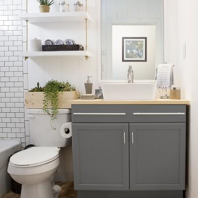 Los 7 trucos de un decorador para que tu pequeño baño parezca de lujo