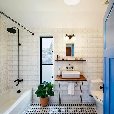 baño con luz natural y artificial
