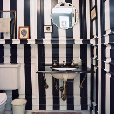 Baños negros, contrastes elegantes