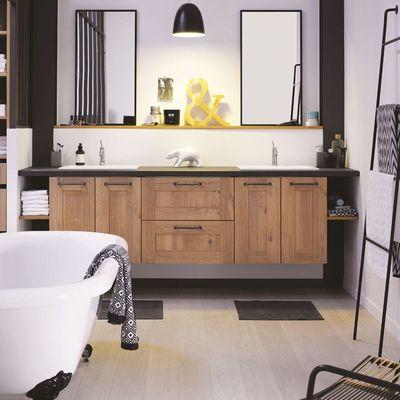 Baño rústico con muebles suspendidos