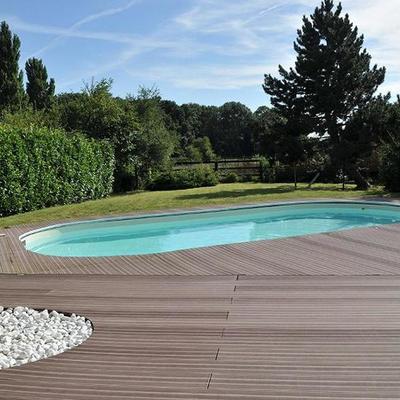 piscina con tarima