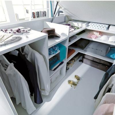 Vestidor bajo la cama