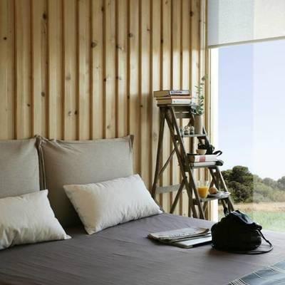 Cama en casa prefabricada de madera