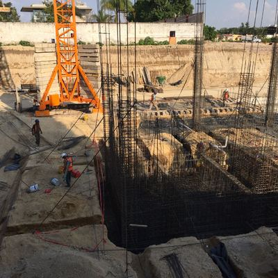 Construcción de estacionamiento para torre