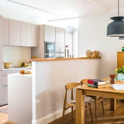 Ni abiertas, ni cerradas: descubre el encanto de las cocinas semiabiertas