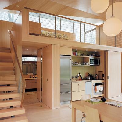 Cocina oculta de madera clara