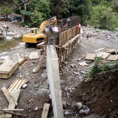 CONSTRUCCIÓN PUENTE VEHICULAR