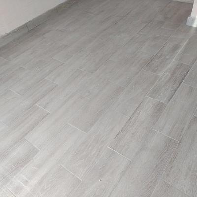 Instalación de piso ceramico tipo duela