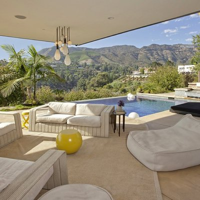 Complete-views-Hollywood-sign-space-offers-best1