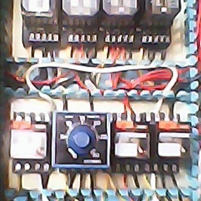 tablero de control eléctrico en plantas de gas.
