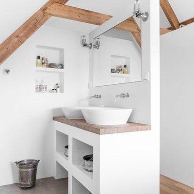 cuarto de baño en la buhardilla