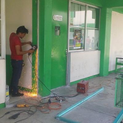 """Mantenimiento de Puertas en Edificio """"C"""" y """"F"""" del Tecnológico de Tapachula"""