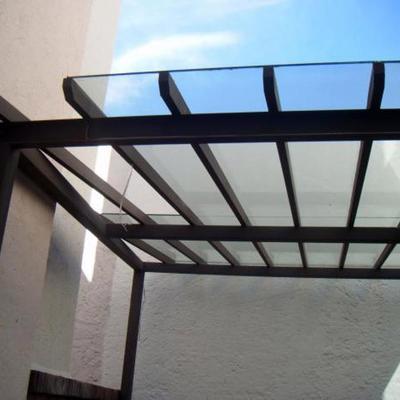 Domo sobre estructura de acero en cristal templado
