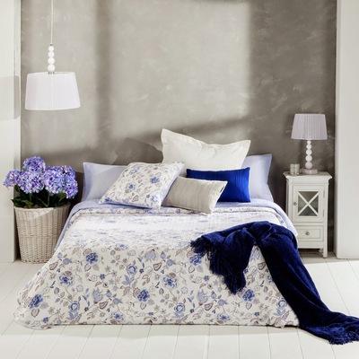dormitorio-con-edredon-de-flores