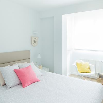 cuarto con paredes blancas