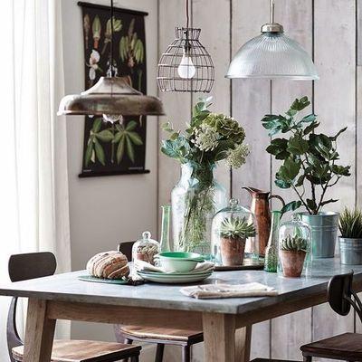 Comedor con mesa gris