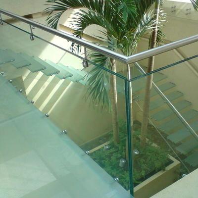 Ideas de construcci n casa en quer taro para inspirarte - Escaleras de cristal templado ...