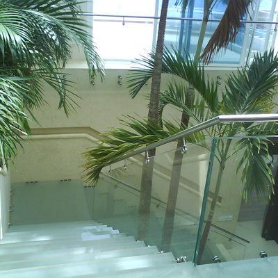 Escalera de cristal templado