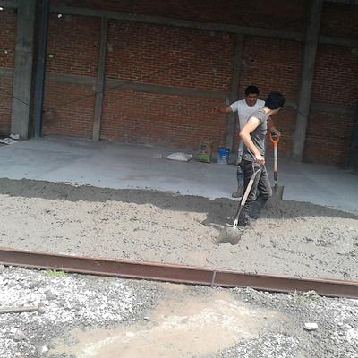 Construcción de piso firme en nave industrial