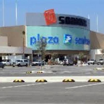 Estacionamiento plaza comercial