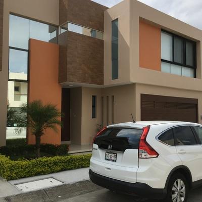Pintura en fachada casa en Residencial las palmas