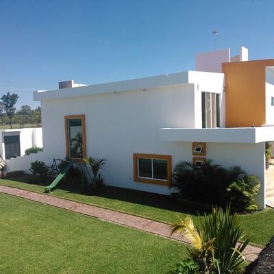 El minimalismo de una casa-habitación en Cuautla