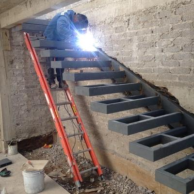 Escalera escalones flotantes