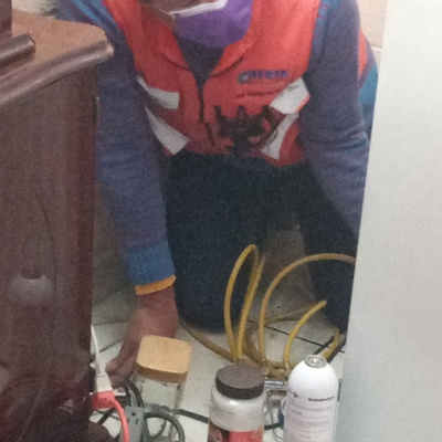 Recarga de gas 134a en refrigerador Whirlpool.
