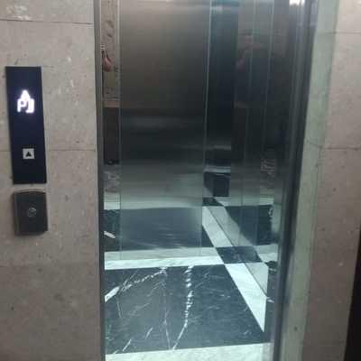 Instalación de elevador  para 8 niveles para 630 kg 8 pasajeros