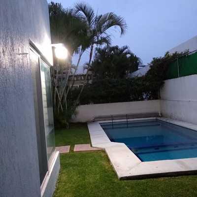 Cambio en el estilo y diseño de componentes eléctricos en casa habitada.