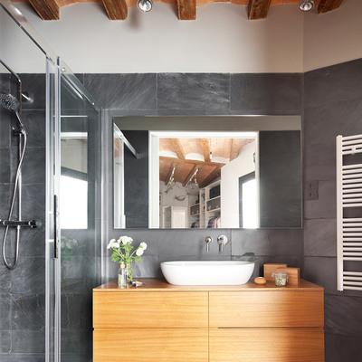 Gabinete de madera con lavabo