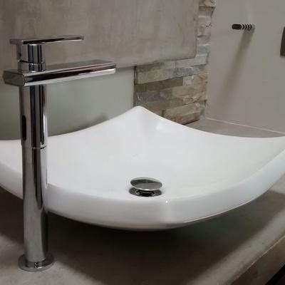 Lavabo sobre cubierta de concreto
