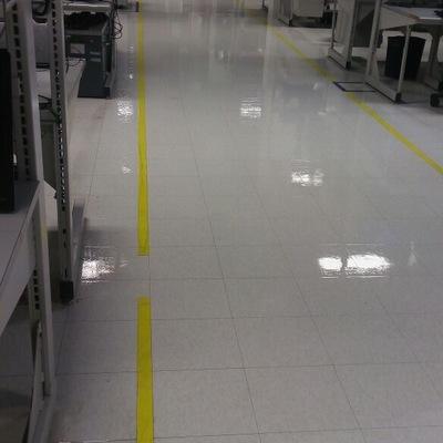 Lavado, pulido y encerado de piso de laboratorio
