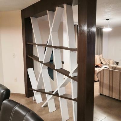 Fabricacion y montaje de mueble divisorio