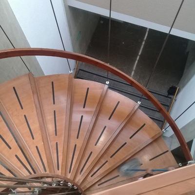 Proyecto de forrado de escalera en Laminado de 7mm