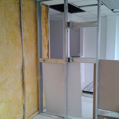 Muros a base de paneles de yeso con intermedio de fibra de vidrio