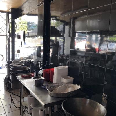 Colocación de azulejo en are de cocina - restaurante las Barbikas- -
